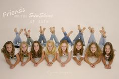 VISIT FOR MORE Groepsfoto van Anne-Lot en haar vriendinnen by Eyereen Fotografi… - Journey Tutorial and Ideas Sibling Photography, Group Photography, Creative Photography, Group Picture Poses, Poses Photo, Family Portraits, Family Photos, Photo Univers, Cheers Photo