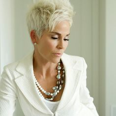 white+suit+makeup.jpg 1,600×1,600 pixels