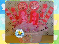 Centro de mesa con jabones decorativos color rosa fluorecente