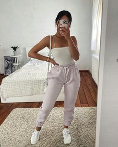 Cute Comfy Outfits, Chill Outfits, Short Outfits, Classy Outfits, Trendy Outfits, Summer Outfits, Casual College Outfits, Mode Bcbg, Jogger Pants Outfit