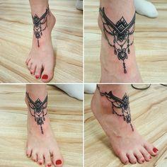 Anklet Tattoos, Tattoo Bracelet, Feather Tattoos, Foot Tattoos, Body Art Tattoos, New Tattoos, Small Tattoos, Tattoo L, Lace Tattoo