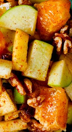 Fall Holiday Fruit Salad- juicy oranges, apples, walnuts, raisins and cinnamon are drizzled with a sweet maple syrup dressing ❊