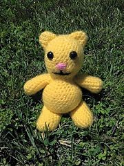 Simple Yellow Kitty      This crochet pattern is made for beginning crocheters of all ages.