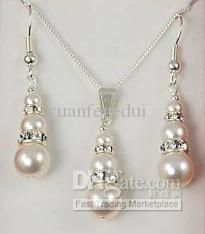 Pearl and Rhinestone Bridal Jewelry Set Necklace and Earrings Set Perlen und Strass Brautschmuck Set Halskette und Ohrringe Set Pearl Jewelry, Crystal Jewelry, Diy Jewelry, Beaded Jewelry, Jewelry Design, Fashion Jewelry, Jewelry Making, Crystal Pendant, Pearl Necklace