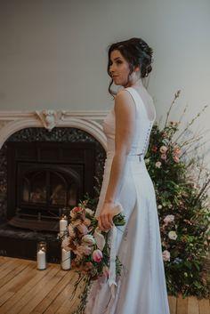 Crédit photo : Mylène Michaud Photographe Wedding Dresses, Fashion, Two Piece Dress, Unique Dresses, Dress Ideas, Bride Dresses, Moda, Bridal Gowns, Fashion Styles
