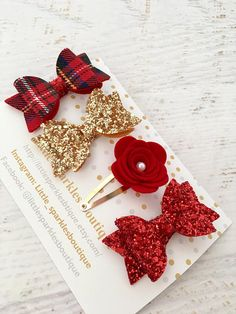 How to Choose the Right Fabric for Your Sewing Project fabric ideas Red glitter bow gold glitter bowtartan bow flower clip - Set of girls 4 small hair clips they are approx in size. They are made from red glitter fabric, gold glitter fabric Making Hair Bows, Diy Hair Bows, Diy Bow, Diy Ribbon, Red Hair Bow, Ribbon Hair, Red Glitter, Glitter Fabric, Glitter Rosa