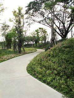 Ming Mongkol Green Park 2015 Thailand Landscape Architecture Awards http://www.livegreenblog.com/landscaping/ming-mongkol-green-park-2015-thailand-landscape-architecture-awards-10510/