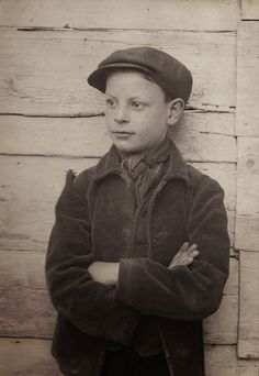 The Spitalfields Nippers by Horace Warner. Take a look at these Lost Pictures of the Century showing some of the poorest children of London. Victorian London, Vintage London, Old London, Victorian Era, Lost Pictures, Hansel Y Gretel, Poor Children, London Street, London City
