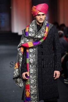 Vikram-Phadnis-at-Aamby-Bridal-Fashion-Week-2012-19.jpg 443×664 pixels