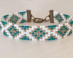 Beaded Bracelet Loom Bracelet Pink and Gray Pattern Loom Bracelet Patterns, Bead Loom Bracelets, Beaded Jewelry Patterns, Beading Patterns, Beading Ideas, Macrame Bracelets, Beading Supplies, Bead Loom Designs, Bead Studio