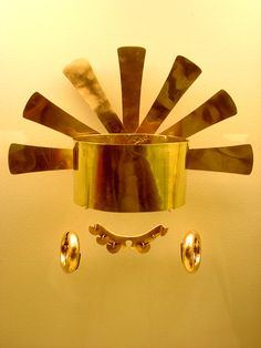 A typical pre-Columbian gold piece at the Museo del Oro Colombian Art, Gold And Silver Coins, Inca, Diamonds And Gold, Ancient Jewelry, Ancient Artifacts, Ancient Civilizations, Sculpture, Prehistoric
