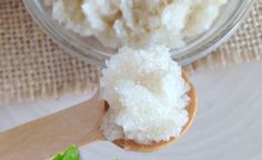 DIY Vanilla-Peppermint Lip Scrub