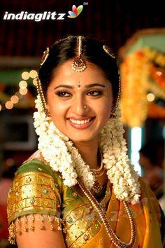 Beautiful beaded sleeves on this pattu saree blouse. Beautiful Girl In India, Beautiful Indian Actress, Beautiful Actresses, Beautiful Bride, Beautiful Saree, Cute Beauty, Beauty Full Girl, Beauty Women, Bridesmaid Saree