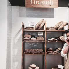 #ILMERCATODELDUOMO #milanodavedere  #bread #infooditrust #lunchtime #cosebuone #littlestoriesofmylife #luisalife #sempreinmovimento #mangiarebene #bakery #gnamgnam #milanocity #milanobella #italianfood #whatitalyis by luisarasia