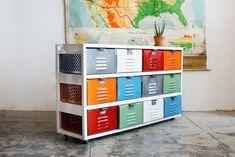Unité de panier Vintage Locker 4 x 3 avec tiroirs multicolores et roulettes