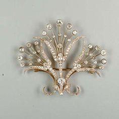 : An Edwardian diamond brooch,