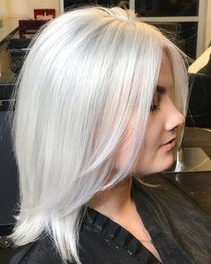 Marshmallow Hair Will Be Your New Favorite Winter Hair Color - Hair - Hair Designs White Blonde Hair, Platinum Blonde Hair, Blonde Brunette, Silver White Hair, Ice Blonde, Blonde Color Hair, Ombre Hair, Wavy Hair, Elumen Hair Color