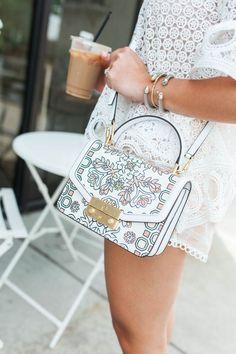 How I Score Tory Burch Bags Summer Outfit Idea via Glitter & Gingham (Glitter & Gingham // a life &. Fall Handbags, Cheap Handbags, Handbags On Sale, Luxury Handbags, Fashion Handbags, Purses And Handbags, Fashion Bags, Fashion Accessories, Popular Handbags