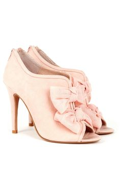 Blush Bow Heels Very Marie Antoinette Pretty Shoes, Beautiful Shoes, Cute Shoes, Me Too Shoes, Stilettos, High Heels, Pumps, Crazy Shoes, New Shoes