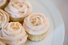 Light pink rose cupcakes with gold flakes for a pink and gold wedding♡