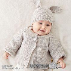 """Вязаный спицами жакет с шапочкой """"зайчиком"""" для ребенка от рождения до 1 года"""