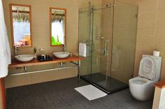 Kuramathi Island Resort: bathroom