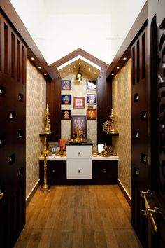 9 Wooden Pooja Mandir Designs for Homes — Traditional, Portable and More! Temple Design For Home, Mandir Design, Pooja Mandir, Pooja Room Door Design, Beautiful Home Designs, House Beautiful, Puja Room, Indian Homes, Contemporary Apartment