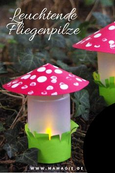 Leuchtende Fliegenpilze selbstgemacht Autumn crafts with children: toadstools made of yoghurt pots with fingerprints. In large also suitable as lanterns. Fall Paper Crafts, Newspaper Crafts, Autumn Crafts, Thanksgiving Crafts, Arts And Crafts Box, Diy And Crafts, Crafts For Kids, Rock Crafts, Children Crafts