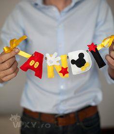 ornament nume Mickey Mouse, ornament nume fetru, bebe Mickey, decoratiune tema Mickey, Mickey personalizat, nume personalizat Mickey Mickey Mouse Ornaments, Disney Ornaments, Felt Ornaments, Felt Garland, Mickey Party Decorations, Felt Decorations, Mickey Mickey, Mickey Mouse Art, Mickey Mouse Birthday