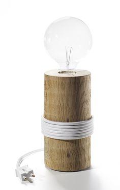 Log Lamp: Lámpara formada por un cilindro de roble, además el cable que se enrolla alrededor le da mucho estilo...