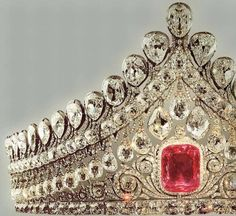 THE ROMANOVS WEDDING JEWELRY ~ Royal Crown of Elizabeth, wife to Alexander I. It was worn by all Russian Empresses and Grand Princesses in the day of their wedding. The pink diamond is of 13 karats, ca The only diadem of the century that is in Russia. Royal Crown Jewels, Royal Crowns, Royal Tiaras, Royal Jewelry, Tiaras And Crowns, Gold Jewellery, Fine Jewelry, Antique Jewelry, Vintage Jewelry