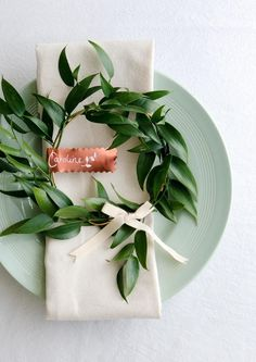 Have as a headpiece! Rustic place setting #greenweddings