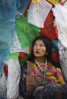 Lhasa, Tibet - prayer flags* Arielle Gabriel writes about miracles and travel in The Goddess of Mercy & The Dept of Miracles also free China toys and paper dolls at The China Adventures of Arielle Gabriel * Nepal, We Are The World, People Around The World, Costume Ethnique, Religion, Luge, Steve Mccurry, Prayer Flags, Tibet