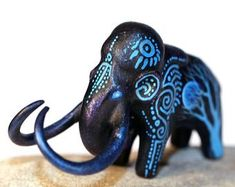 DemiurgusDreams の Fantasy and animal sculpture by Evgeny Hontor. Polymer Clay Figures, Polymer Clay Animals, Bird Sculpture, Animal Sculptures, Dragon Figurines, Clay Dragon, Dinosaur Art, Ceramic Birds, Elephant Art