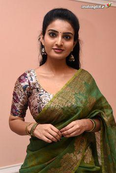 Amala Paul Hot, Glam Photoshoot, Indian Gowns, Beautiful Women Pictures, Most Beautiful Indian Actress, Telugu Cinema, Indian Beauty Saree, Telugu Movies, Still Image