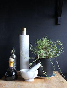 5 Minute DIY   Wooden Dowel Paper Towel Holder