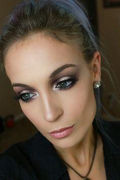 Halo eyeshadow done by me  airbrushedbyemily#makeup #makeuplover #makeuptutorial #eyemakeup #smokeyeyes #toofaced