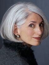 Die schönsten Kurzhaarschnittten für graue Haare in einer Reihe!