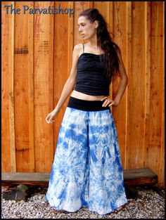 Pantalon samouraï hippie  big flare pants tye and dye shibori de la boutique theparvatishop sur Etsy