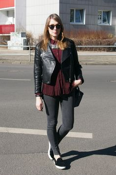 Leather jacket by Acne, blouse by The Kooples, Jeans bei BLK DNM, Slip Ons by Zara