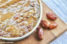 Sticky Toffee Pudding mit Honig-Vanille-Eis | Zuckerfrei