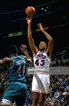 Brad Daugherty Imagens e fotografias - Getty Images Brad Daugherty, Nba, Charlotte Hornets, Sports Images, All Star, Old School, Basketball, 1990s, Action