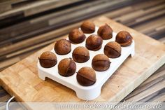 """Nutellakugeln Do you remember the Tchibo Cake-Pop-Maker? He is still very popular with me and again and again used. My husband recently said """"Can not you even make Nutella balls? Of course, here they are … Continue reading → Cookie Cake Icing, Cookie Cake Designs, Cake Recipes From Scratch, Easy Cookie Recipes, Snack Recipes, Cake Decorating For Beginners, Cake Decorating Videos, Cake Pops Weihnachten, Cake Pops Recipe Video"""