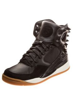 35 best sko images on Pinterest   Sneakers, Trainers and Adidas sneakers 48e3432ba405
