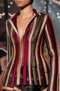 Christian Dior Spring 2019 Couture Fashion Show - Vogue Dior Haute Couture, Vogue Paris, Christian Dior, Jean Paul Gaultier, Cyberpunk Fashion, Fashion Details, Couture Details, Fashion Ideas, Fashion Inspiration