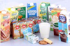 Viele pflanzliche Milchalternativen werden in diesem Blogbeitrag vorgestellt. #milchfrei #laktosefrei #vegan