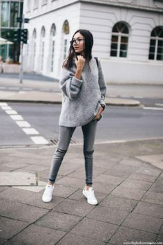 hm-trend-mohair-blend-grey-oversized-sweater-forever-21-ripped-knee-jeans-stan-smith-white-and-black-sneakers-comfy-fall-look-3