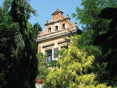 Villa Havránka - too bad it has become so dilapidated. Hopefully something is being done about it ...