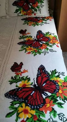 Flower cross stitch s pattern crossstitch puntodecruz Butterfly Cross Stitch, Cross Stitch Bird, Cross Stitch Animals, Cross Stitch Flowers, Cross Stitching, Diy Embroidery, Cross Stitch Embroidery, Cross Stitch Patterns, Embroidery Designs