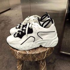 いいね!2,262件、コメント14件 ― NCL Galleryさん(@nclgallery)のInstagramアカウント: 「Acne Studios manhattan sneakers | #NCLGallery」